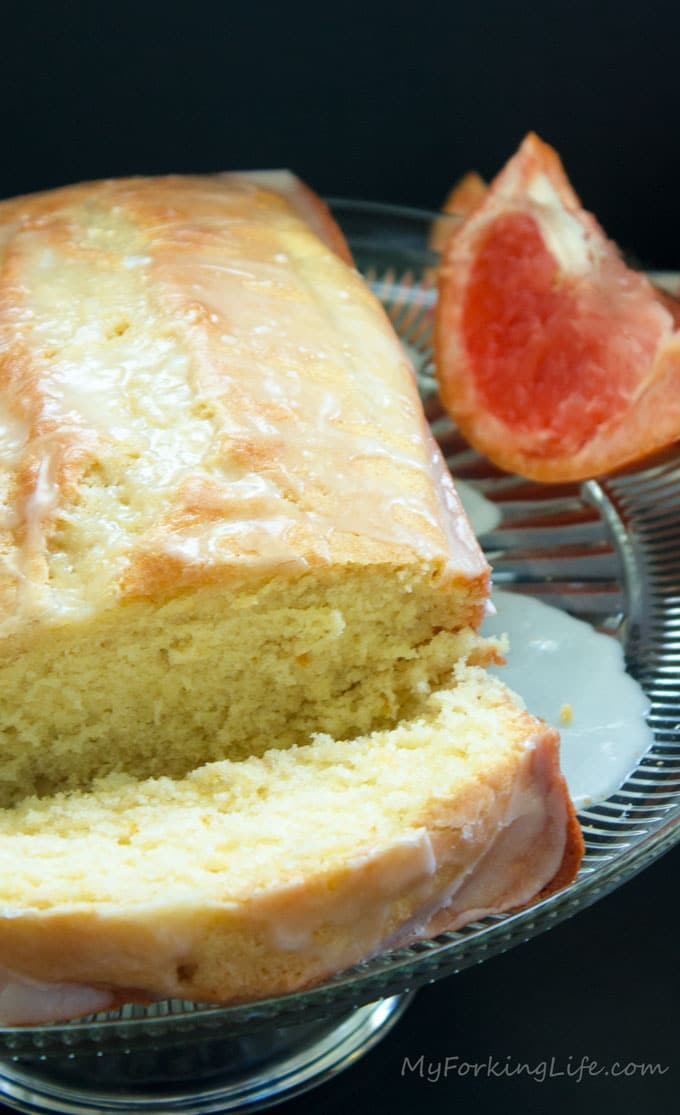 grapefruit cake on glass plate with sliced grapefruit