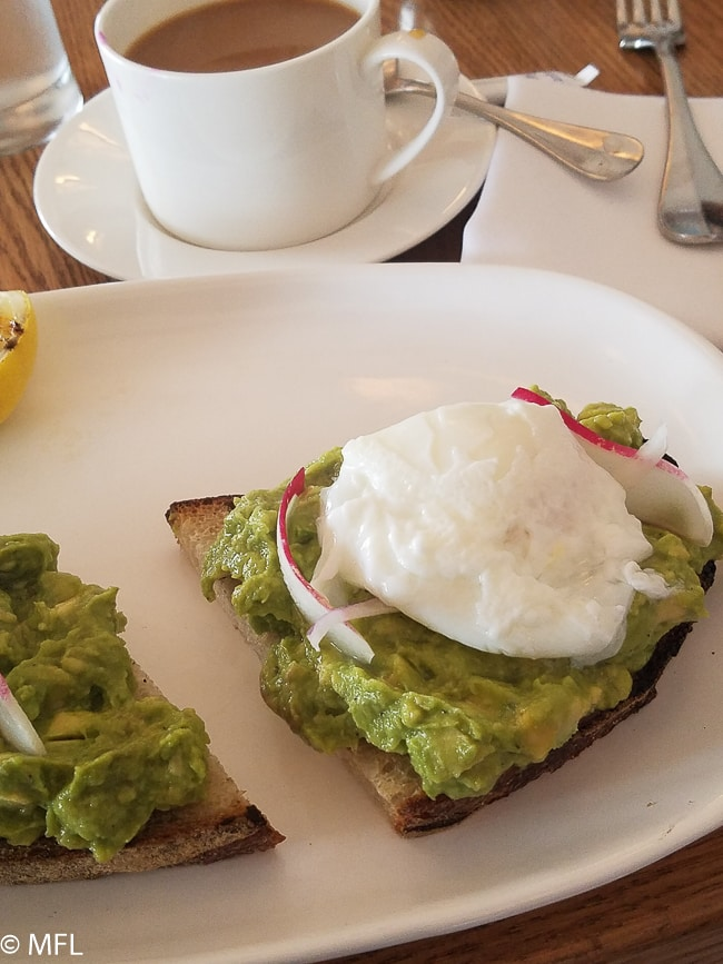 gaucomole toast with poached egg