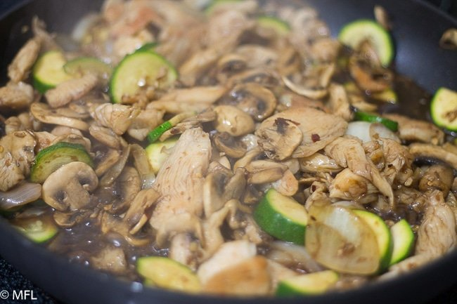 Zucchini Mushroom Chicken Recipe with tender chicken pieces in a delicious sauce. A restaurant favorite. #Chineserecipe #chickenrecipe #dinnerrecipe #copycatrecipes #pandaexpresscopycat #zucchini #mushroom #quickdinner #weeknightdinners #myforkinglife