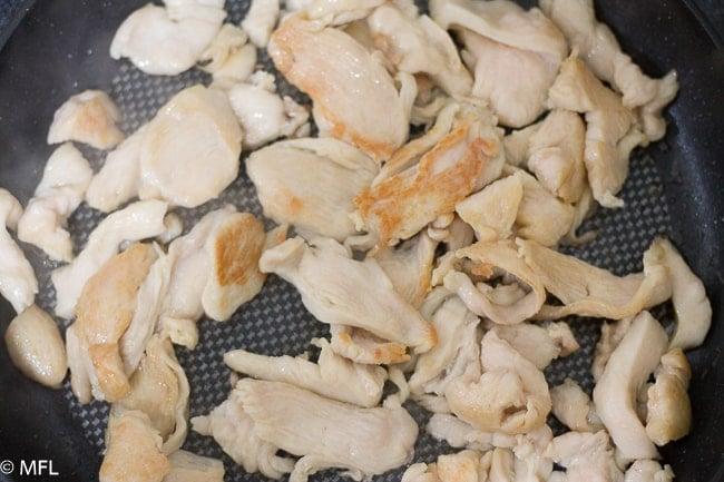 Zucchini Mushroom Chicken Recipe with tender chicken pieces in a delicous sauce. A restuarant favorite. #Chineserecipe #chickenrecipe #dinnerrecipe #copycatrecipes #pandaexpresscopycat #zucchini #mushroom #quickdinner #weeknightdinners #myforkinglife