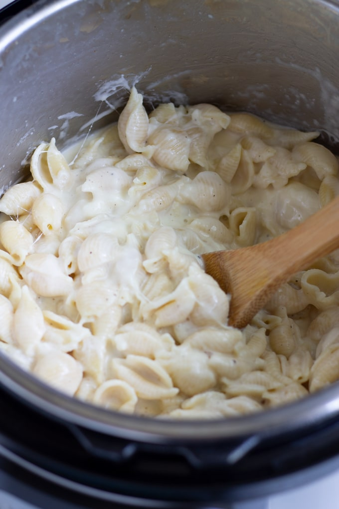 white cheddar pressure cooker pasta in the instant pot