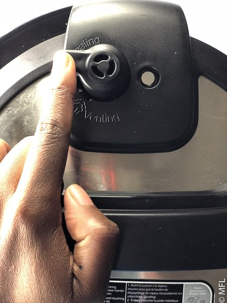 cover of instant pot with valve set to sealing