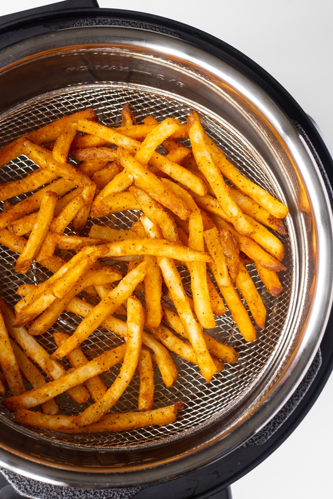 fries in mealthy crisp lid basket