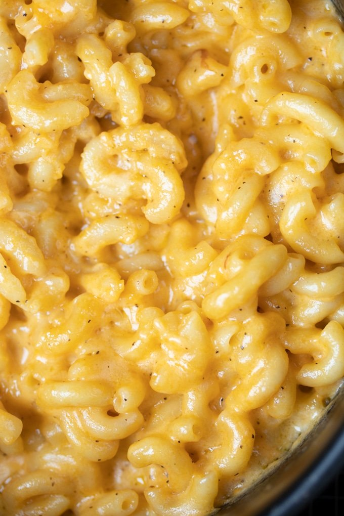 close up image of finished air fryer mac and cheese