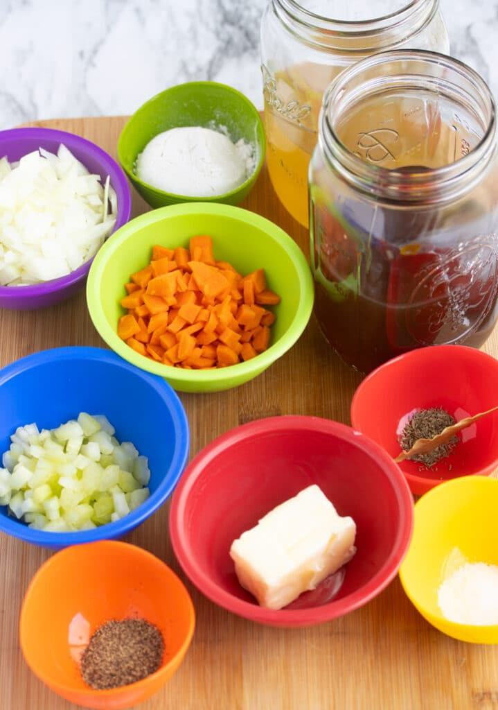 all ingredients for gravy without drippings in prep containers