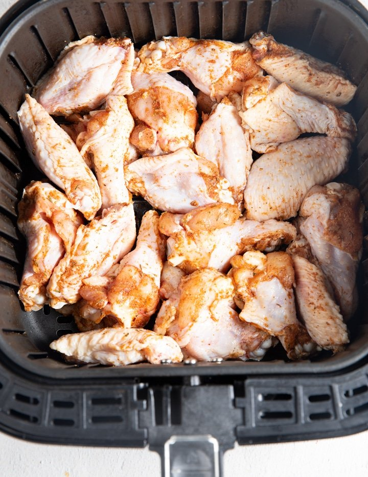 Chiken wings in the air fryer before cooking