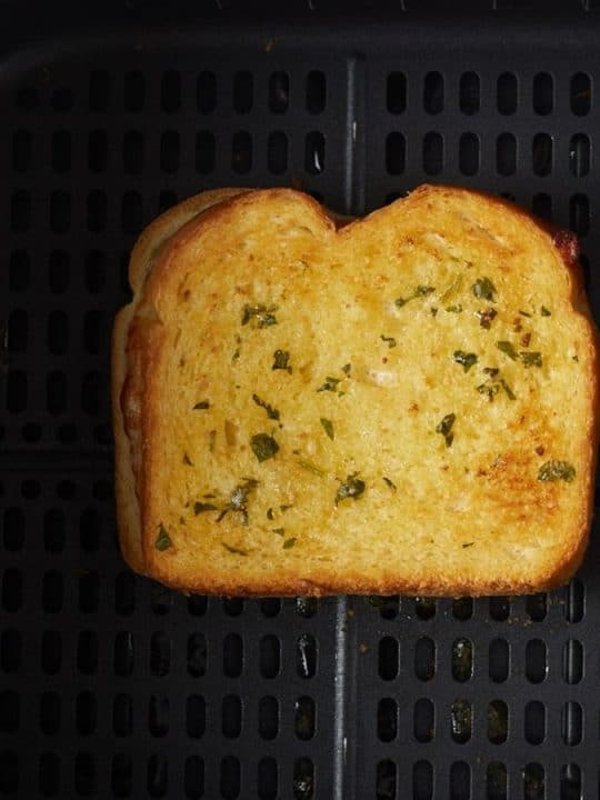 grilled cheese sandwich in basket